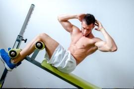 腹筋を鍛えるにはクランチかシットアップどちらが良いか?