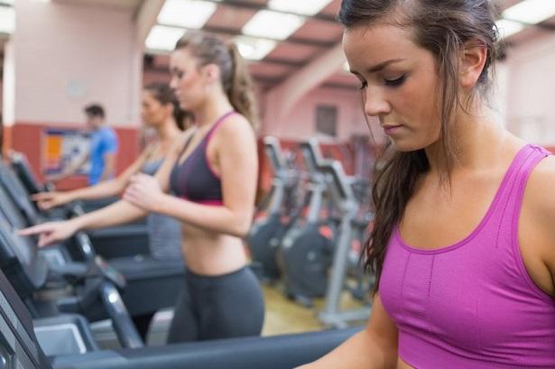 有酸素運動を行う女性