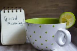 白湯よりも効果的?朝のホットレモンウォーターのススメ
