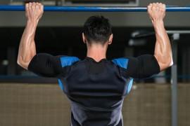 懸垂(チンニング)で効果的に広背筋を鍛える方法を解説