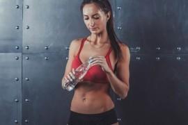 スポーツ時に体力や運動能力を維持するための水分補給量とは
