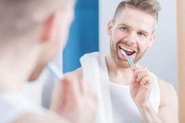 歯と歯茎の健康を損ねてしまう10個の悪い習慣