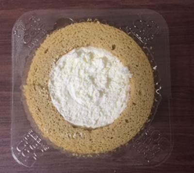 ローソン プレミアムブランのロールケーキ2