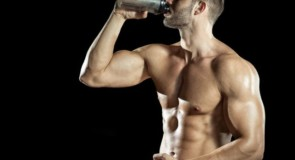プロテインの過剰摂取で起こりえる2つのデメリット。副作用はあるのか?